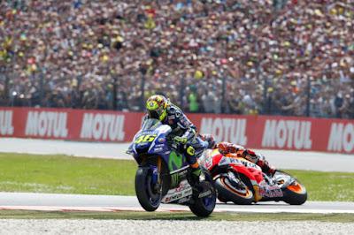 Panas! Marquez: Saya Duluan Masuk Chicane Akhir, Rossi: Tapi Saya Duluan Finis
