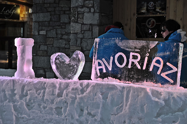 Авориаз фестиваль курорт горные лыжи горы ночь снег анимация ледяные скульптуры