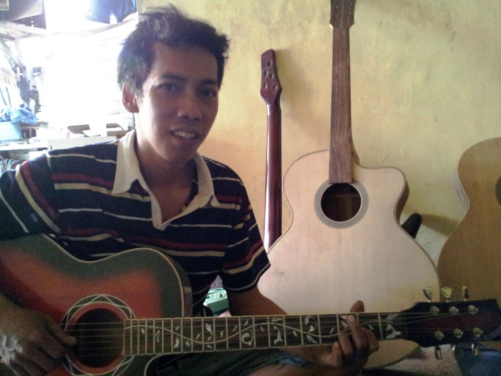 guruh giat gurat riswan gondo hamdani kisah pembuat gitar sidoarjo
