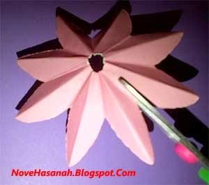 cara atau langkah disertai gambar cara membuat bunga teratai