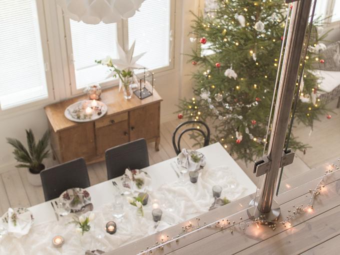 rento joulukattaus, joulupöytä, joulukoti, joulusisustus, joulu, joulukuusi, korkean tilan valaisin, artecnica phrena, phrena2, korkea olohuone