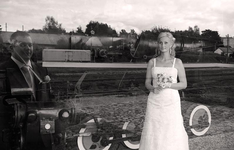 vestuvinė fotografija su traukiniais