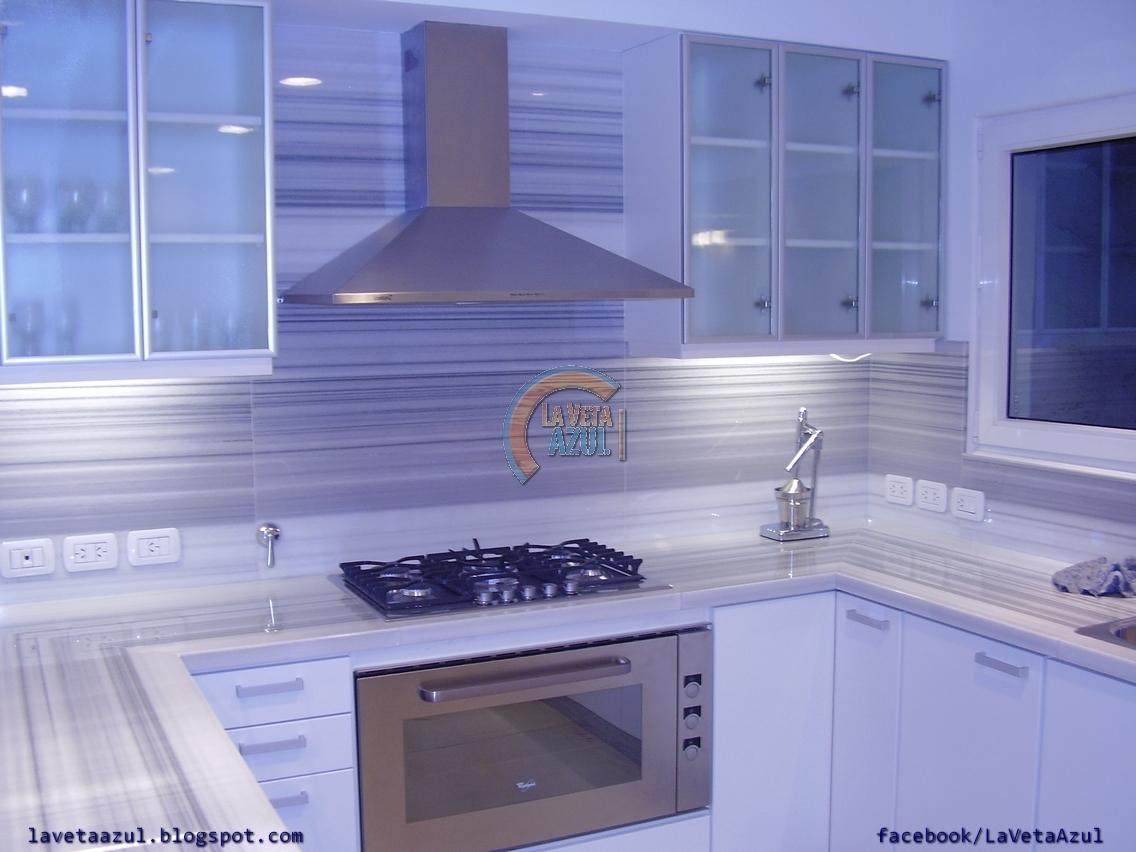 La veta azul mueble cocina en termoformado blanco for Mueble cocina en l