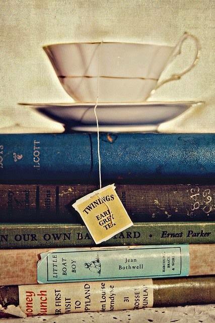 Libros y té vintage