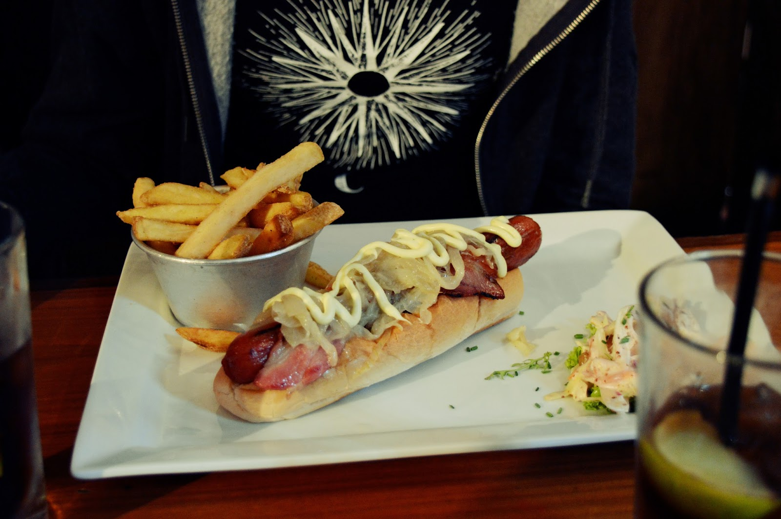 smollenskys bar and grill hotdog