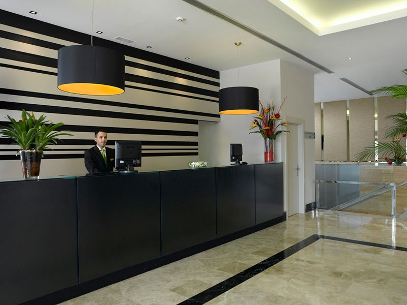 Quiroz h bitat y arquitectura reaviva tu espacio for Recepciones modernas para oficinas
