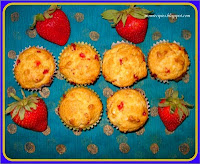 http://www.momrecipies.com/2011/04/strawberry-mini-muffins.html