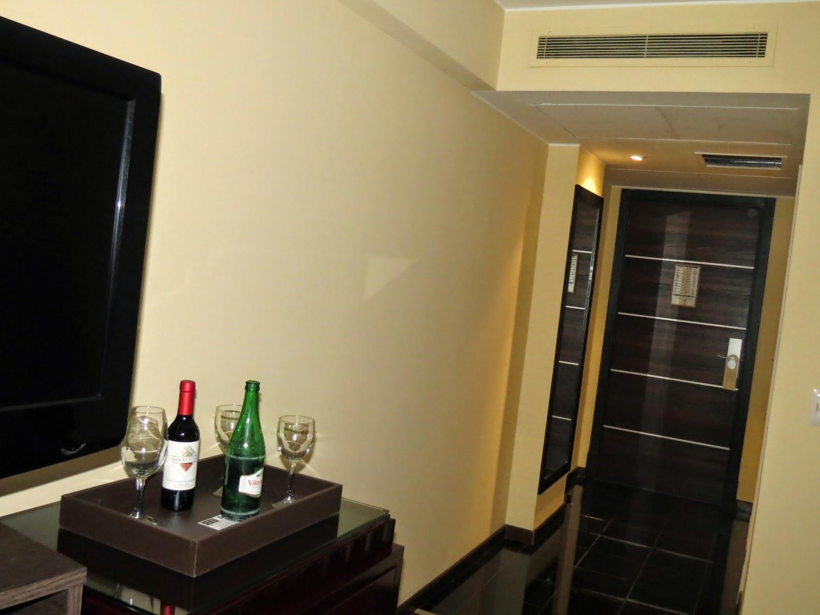 café da manhã é muito bom e os quartos são muito limpos bonitos  #A9222C 1600 1200