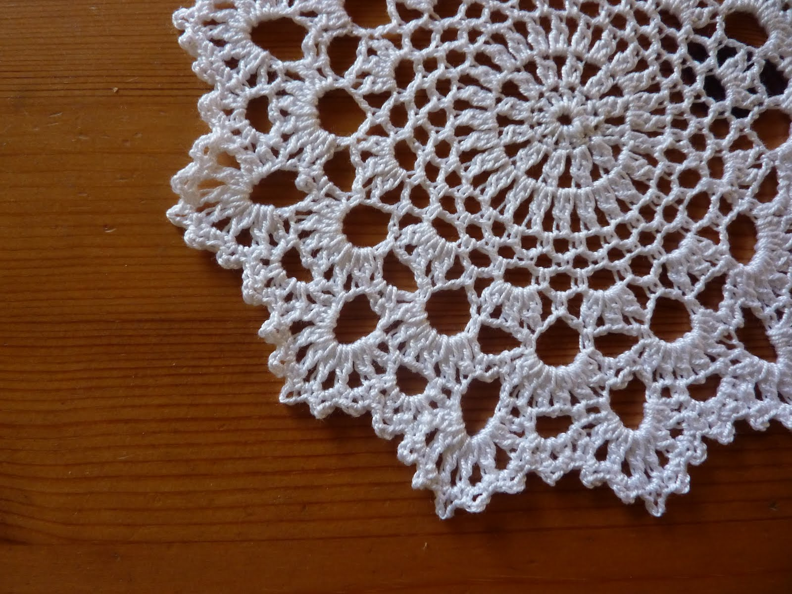 Crochet Doily Patterns Free For Beginners : Yellow, Pink and Sparkly: Another Doily