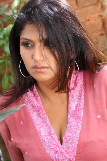 email updates from Mallu Aunty Photo Album- Mallu Actress photo Album