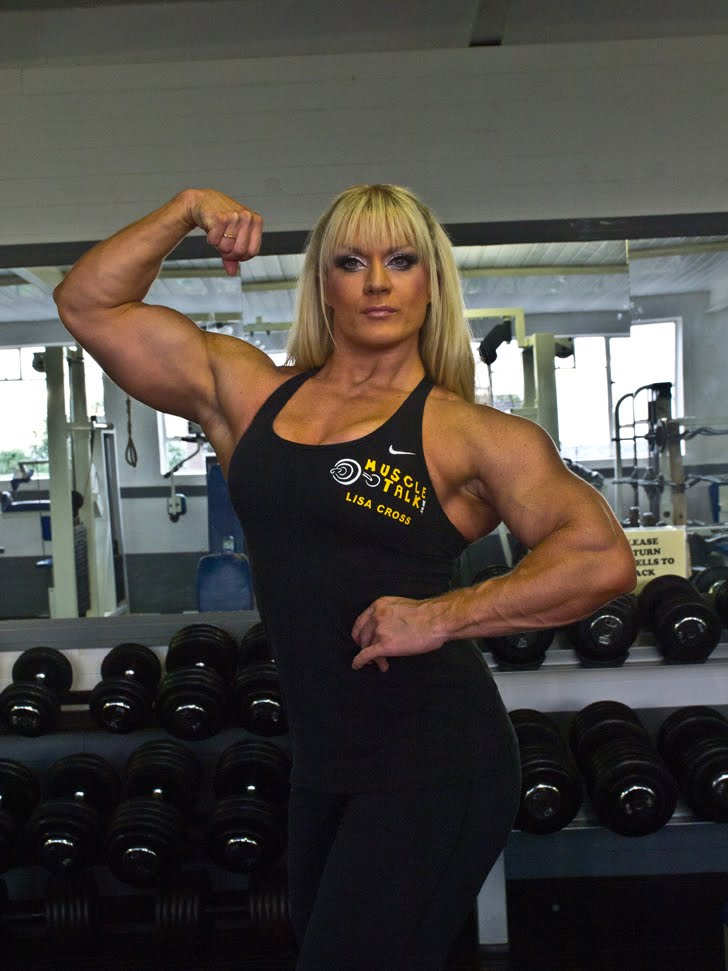 Lisa Cross Flexing Her Bicep In The Gym