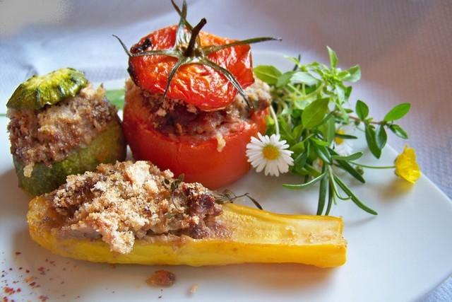 la cuisine niçoise est essentiellement méditerranéenne. - mandarine