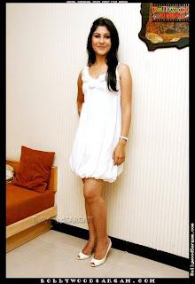 Anchal Sabharwal Picture Shoot Film Aamras BollywoodSargam laughing 959460.jpg