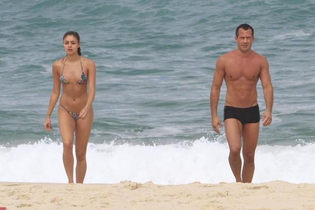 Sophie Charlotte e Malvino Salvador tomaram juntos um banho de mar