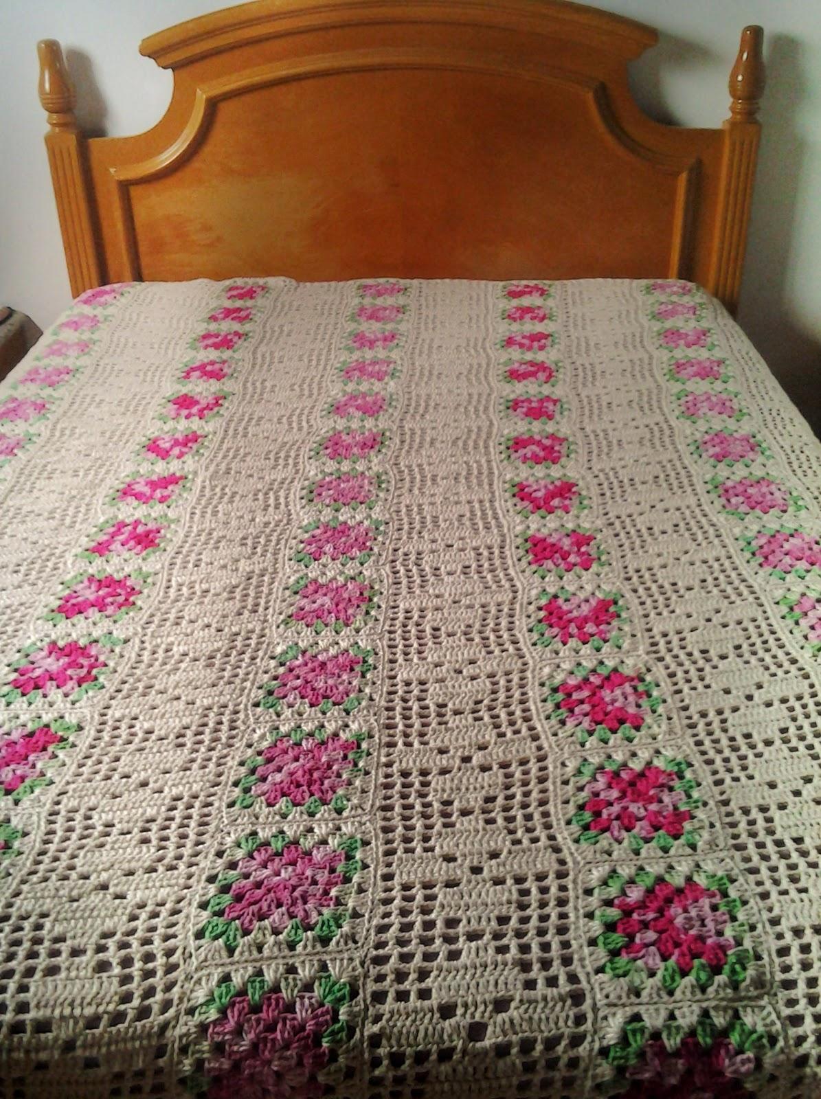 Colcha de crochê cama de casal.