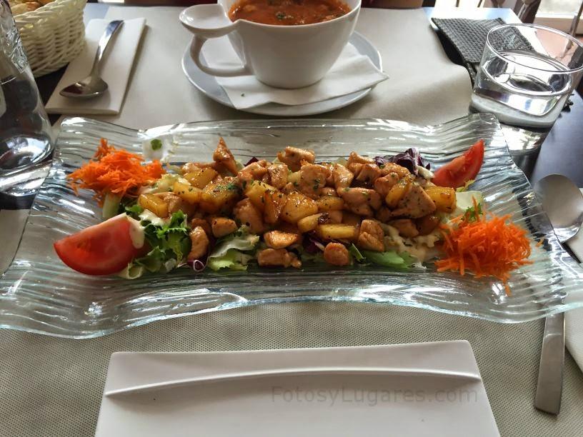 Ensalada templada de pollo del restaurante Brasserie Belga