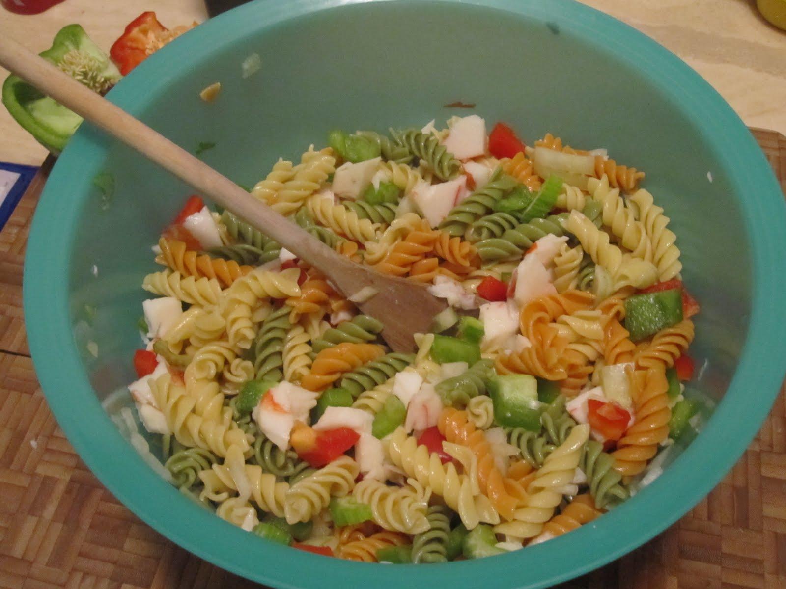 Dom Appetit!: Creamy Crab Pasta Salad