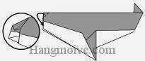 Bước 8: Gấp góc giấy vào trong giữa hai mép giấy.