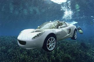sQuba mobil pertama dikendarai dalam air