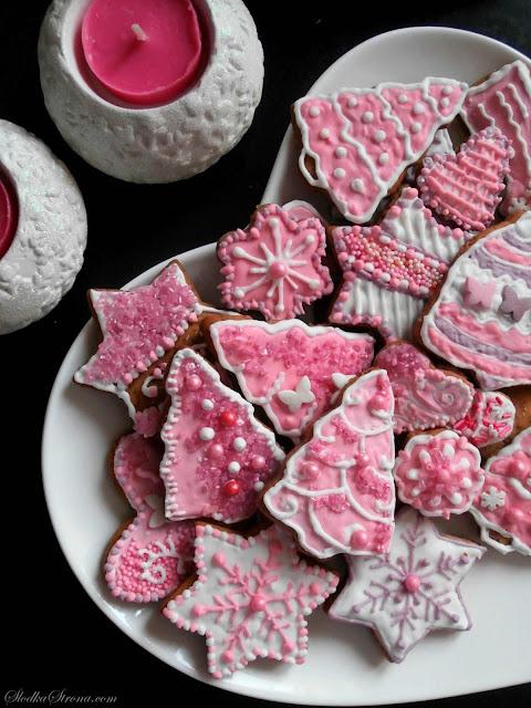 Różowe Pierniczki z Lukrem i Posypkami - Przepis - Słodka Strona