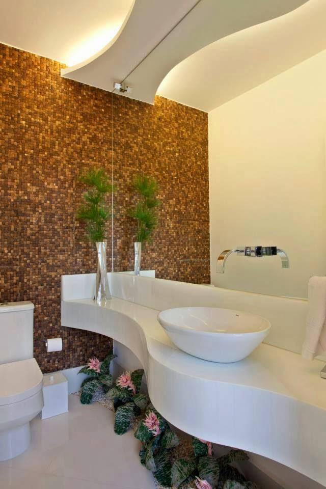 decorar lavabo pequeno:Ao invés do tradicional piso ou armário embaixo da bancada, que tal