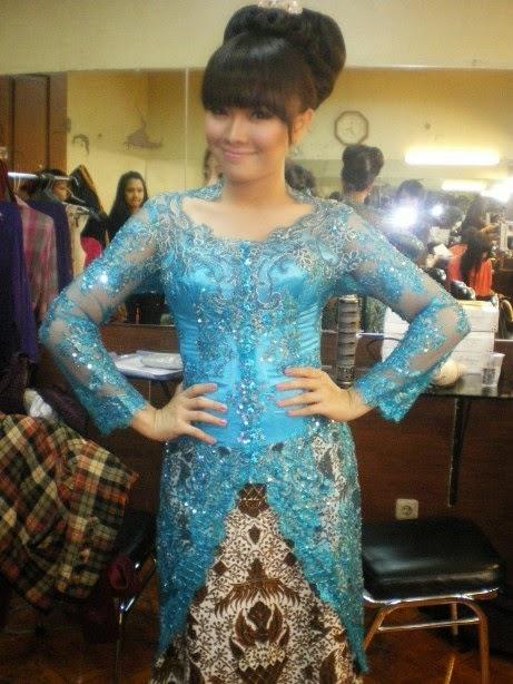 Foto Model Baju Kebaya Modern Opera Van Java