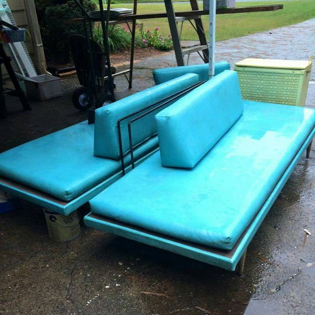 #thriftscorethursday Week 83 | Instagram user: heartsandsharts shows off this Deco House Vintage Couches