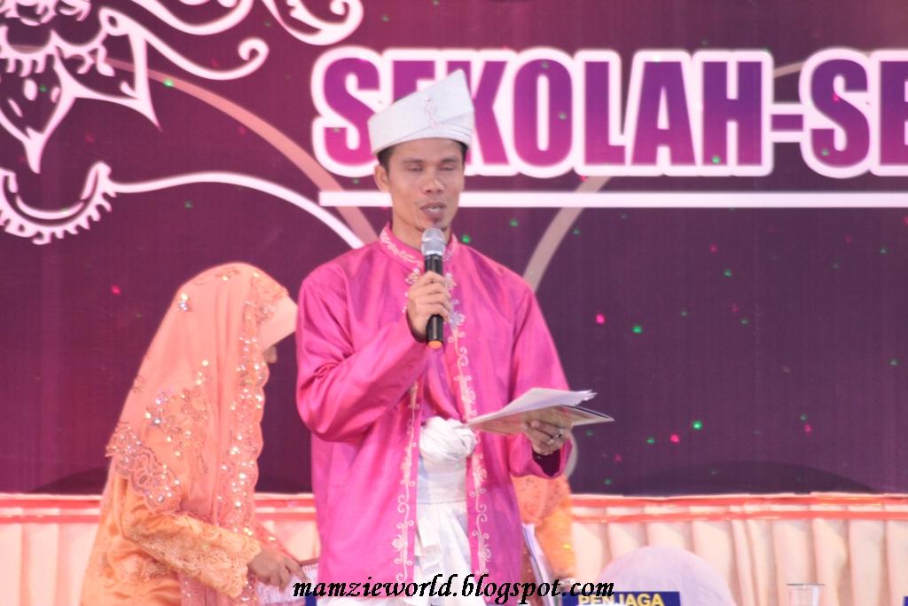 Pengacara Pertandingan lengkap berbaju Melayu ala hulubalang dahulu