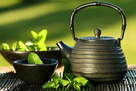 Người uống trà thường có tỉ lệ mắc ung thư dạ dày, ung thư thực quản và ung thư gan khá thấp.