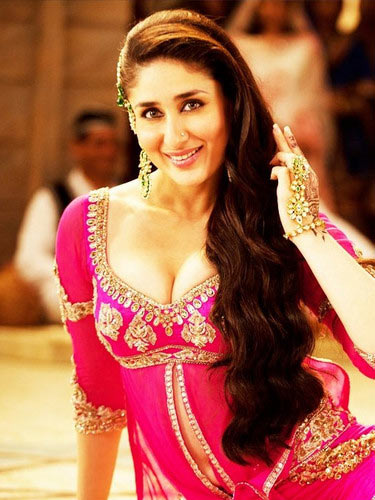 Kareena Kapoor in Agent Vinod - HOT Pink Dress