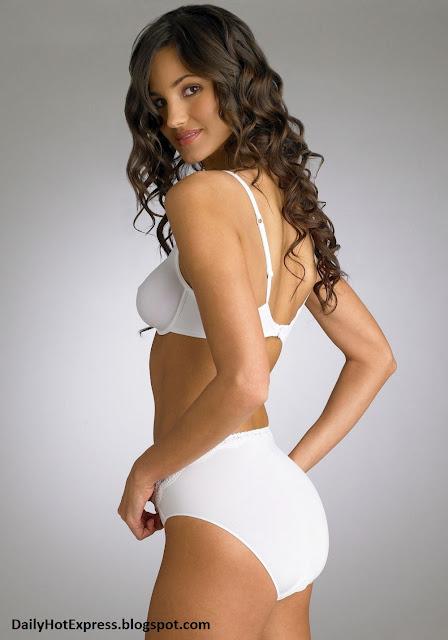 девушка в белом бюстгальтере частное фото
