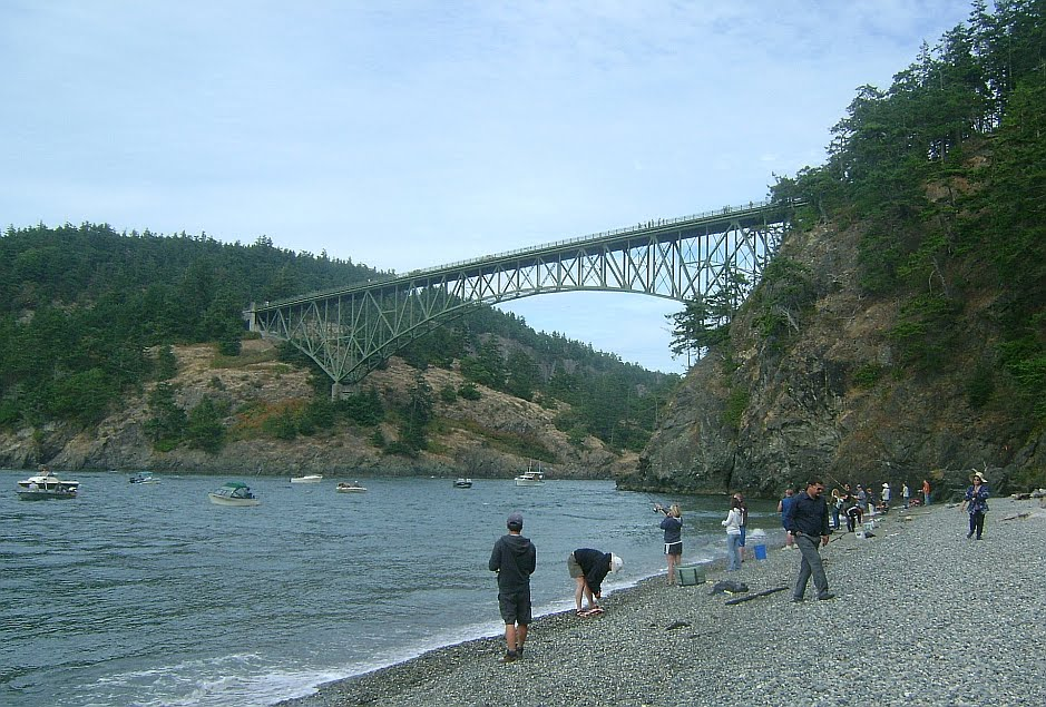 Fishing at Deception Pass (Click for larger image.)