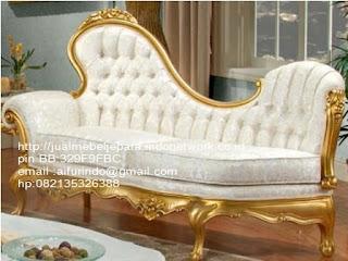 Jual mebel jepara,sofa klasik jepara Mebel furniture klasik jepara jual set sofa tamu ukir sofa tamu jati sofa tamu antik sofa jepara sofa tamu duco jepara furniture jati klasik jepara SFTM-33039 sofa klasik jepara mebel classic jepara