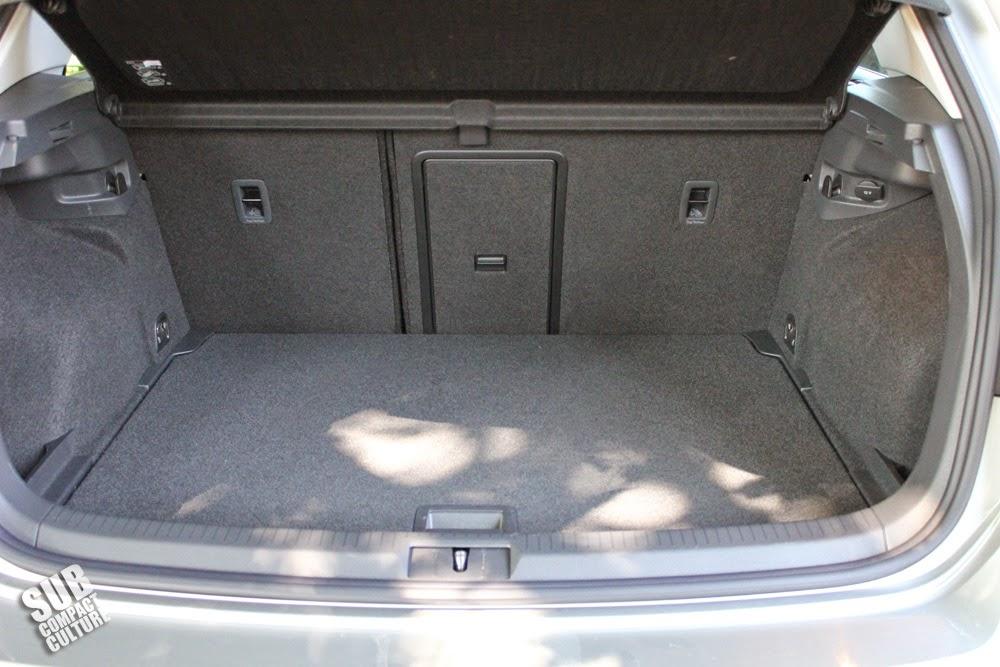 2015 Volkswagen Golf TDI cargo area