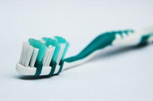 Cara menghilangkan bau mulut secara tradisional cepat benar tepat tanpa obat kimia dengan ramuan herbal alami tips cara mengatasi bau mulut