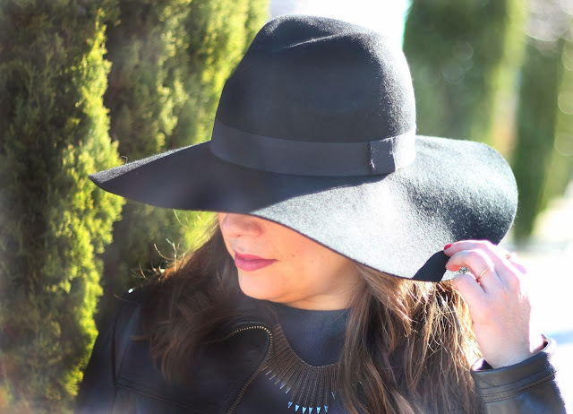 photo-big-black-hat-look-street-style