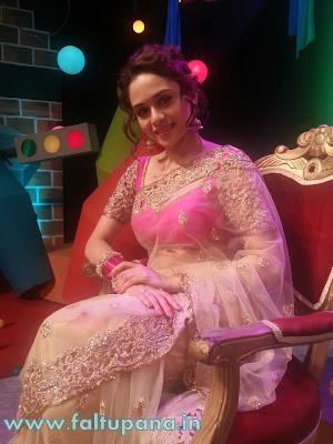 amruta khanvilkar saree