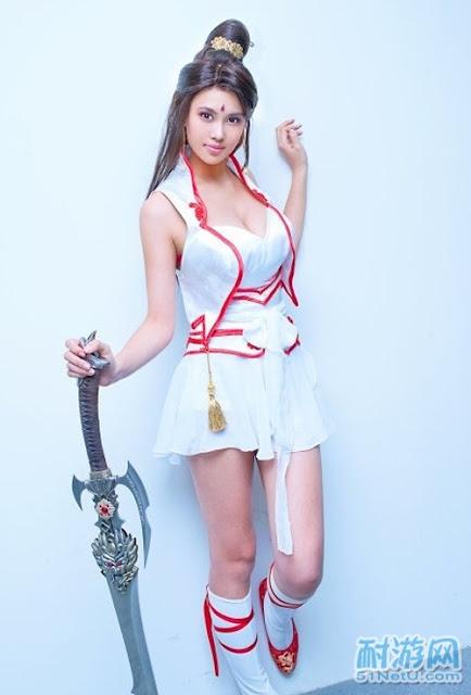Người mẫu game ngực khủng bố hơn 100cm 5