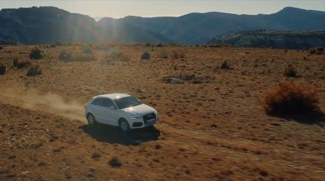 Un Audi Q3 circulando por el desierto