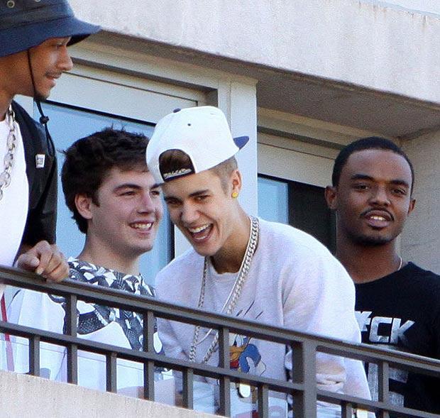 Bieber spitting justin