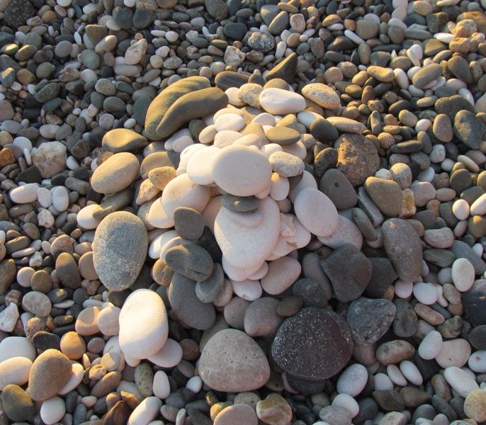 Поделки из пляжных камней