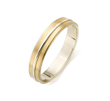 una boda convencional pero diferente: las alianzas de boda: oro