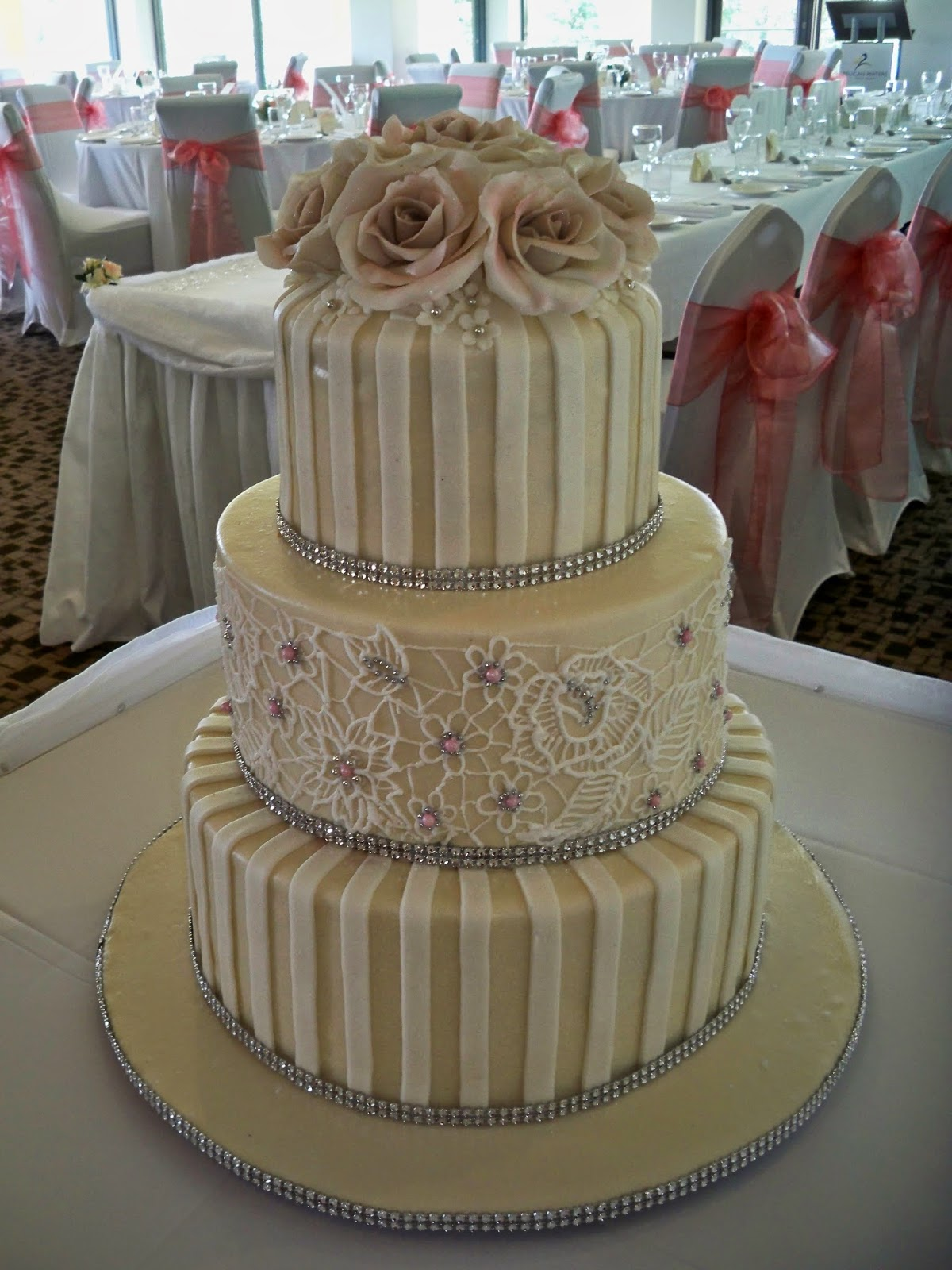 Elisabeth s Wedding Cakes April 2014