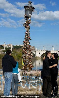 Jembatan Gembok Cinta di Italia