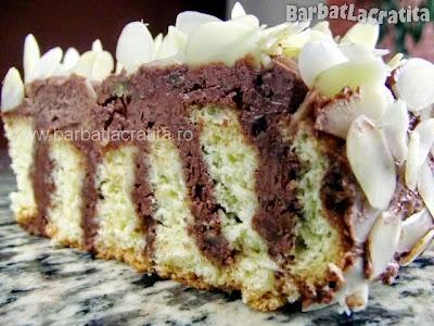 Felie de tort cu nuca si migdale