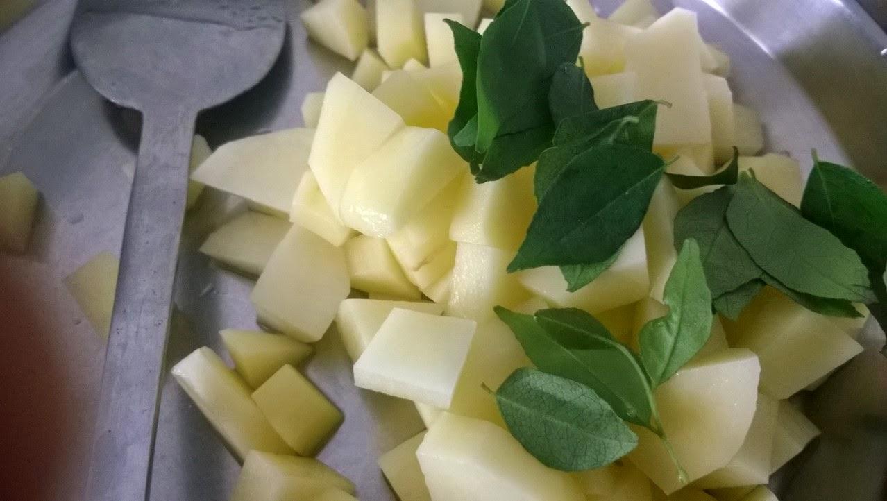 how to make alu curry
