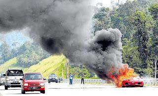 Video Kereta Ferrari Terbakar