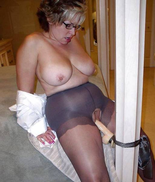 This thick big dildo satisfy wife the first