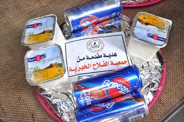 جمعية الفلاح الخيرية توزع وجبات إفطار الصائم الساخنة على الأسر المحتاجة في الأحياء والمناطق الفقيرة
