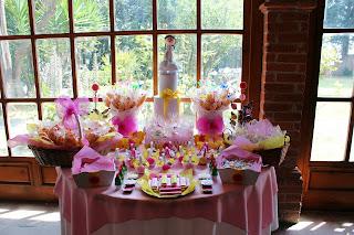 por mesa de dulce okmira